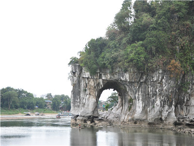 Half Day City Tour to Reed Flute Cave & Elephant Trunk Hill