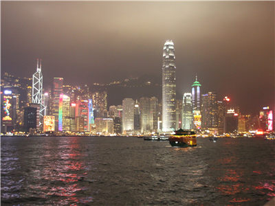 A Symphony of Lights–Victoria Harbour Dinner Cruise