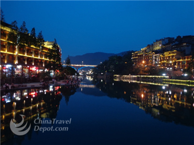 Tianmen Mountain and Fenghuang 3 Days Tour